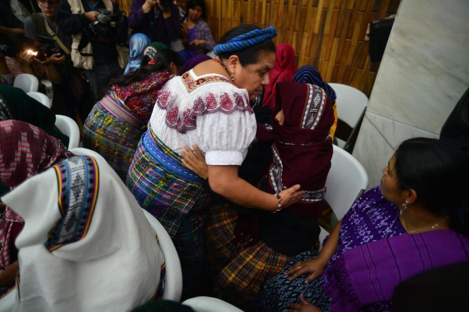 La Premio Nobel, Rigoberta Menchú, estuvo presente para apoyar a las víctimas. (Foto: Wilder López/Soy502)