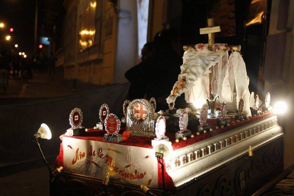 """Las andas del cortejo procesional fueron levantadas al sonido de la marcha """"Sudor de Sangre"""". (Foto: Jorge Sente/ Nuestro Diario)"""