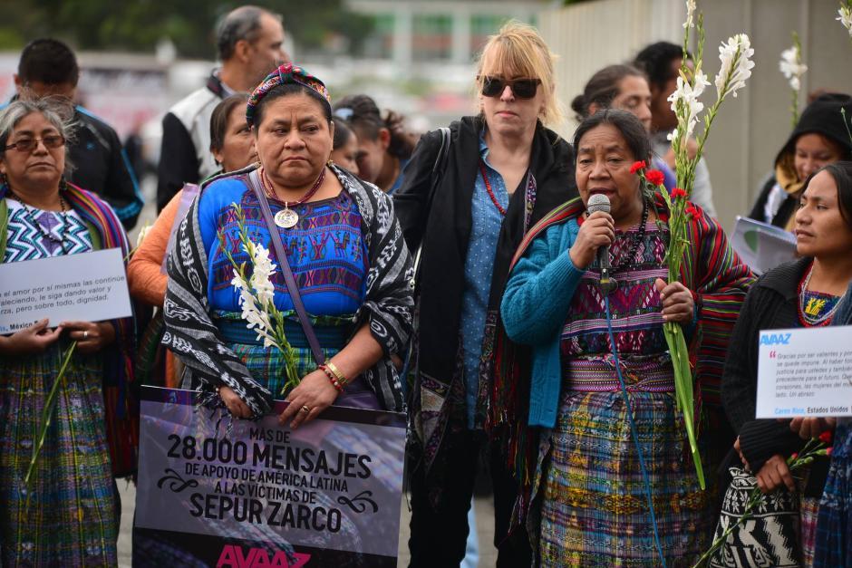 Las Premio Nóbel de la Paz participaron en actividades para apoyar a las víctimas del caso Sepur Zarco. (Foto: Wilder López/Soy502)