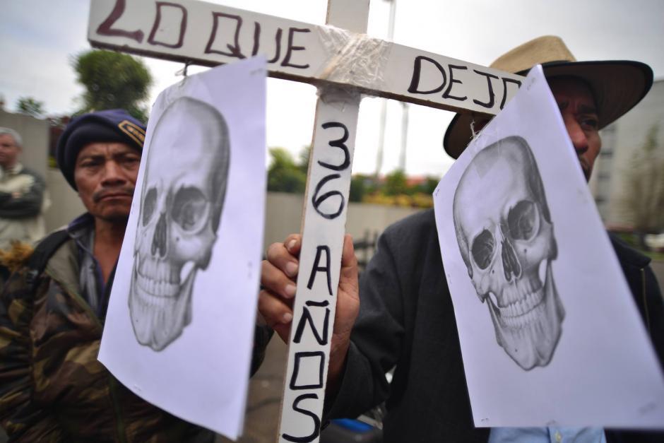 Realizan representaciones en las afueras de la Corte Suprema de Justicia para mostrar apoyo a víctimas de caso Sepur Zarco. (Foto: Jesús Alfonso/Soy502)