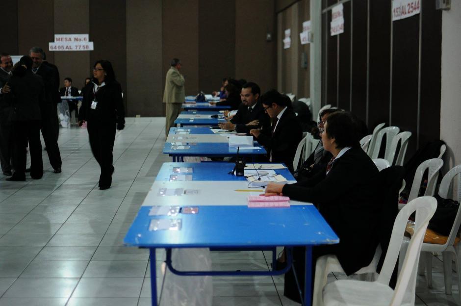 Desde las 8 horas se inició la votación de profesionales del derecho para elegir magistrado titular y auplente para la CC. (Foto: Alejandro Balán/Soy502)