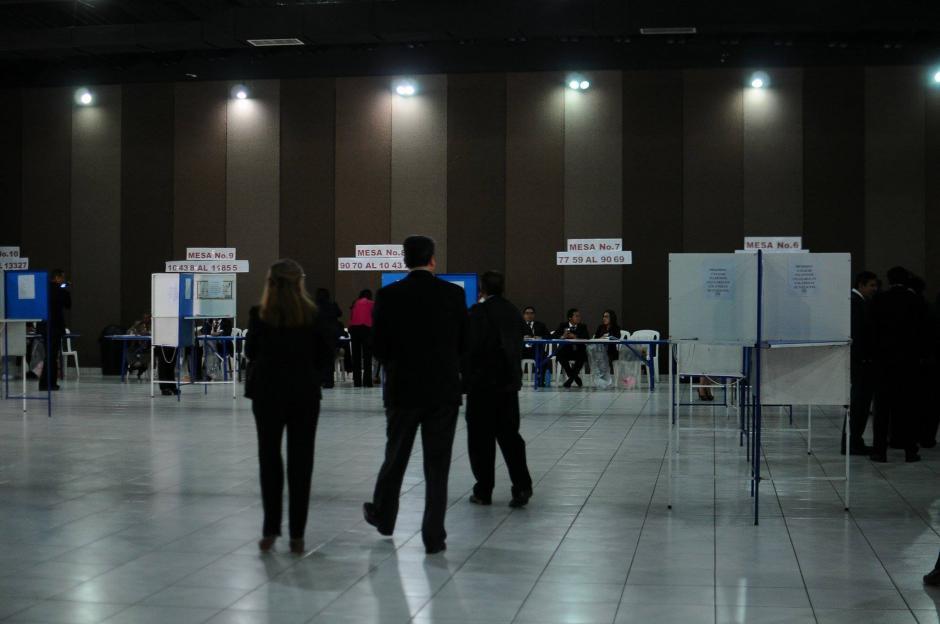 En todo el país fueron habilitadas 40 mesas para que los profesionales del derecho acudan a votar para elegir magistrado titular y suplente de la CC. (Foto: Alejandro Balán/Soy502)