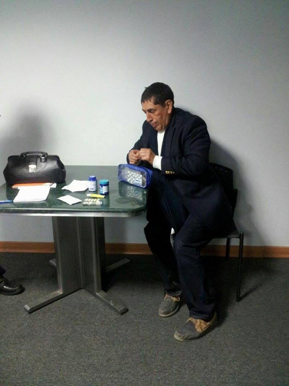 Brayan Jiménez dentro de la sala donde esperaba a ser extraditado a Estados Unidos. (Foto: Mingob)