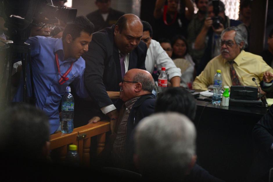 """El abogado perdió el control luego que el fiscal indicara que él destruyó unos sellos de seguridad en la evidencia. Con este incidente terminó la audiencia de declaración de """"Eco"""", que no pudo concluir. (Foto: Wilder López/Soy502)"""