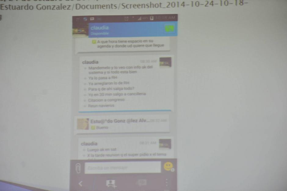 """Algunos de los chats de Méndez y """"Eco"""" incluían mensajes cariñosos y emojis. (Foto: Wilder López/Soy502)"""