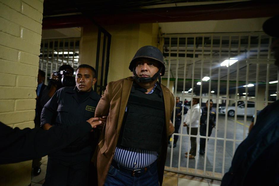 Antes de ser ingresado a la sala de audiencias del Juzgado de Mayor Riesgo B. (Foto: Wilder López/Soy502)