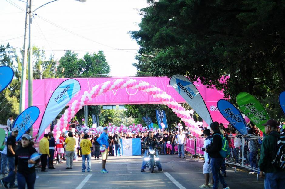 La Carrera Caminata Avón fue dividida en dos categorías 5 y 10 kilómetros. (Foto: Alejandro Balán/ Soy502)