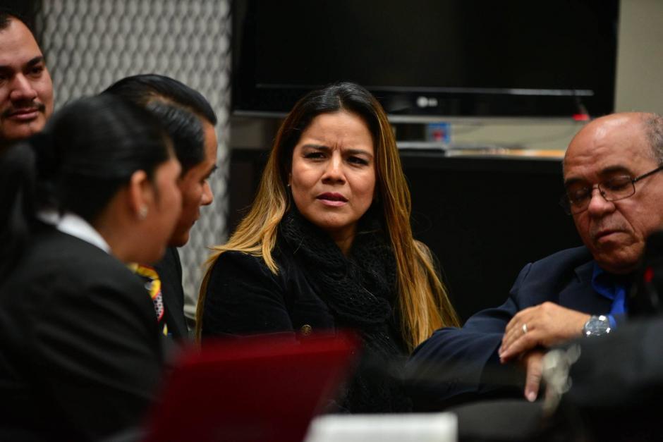 Una de los pocos implicados que llegaron a la audiencia es la exintendente de aduanas, Claudia Méndez. (Foto Wilder López/Soy502)