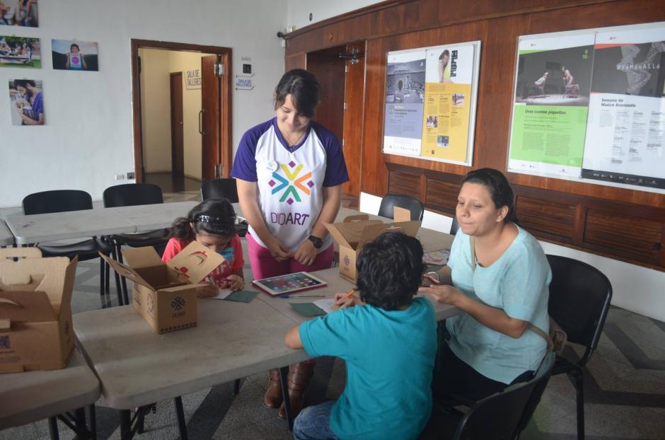 La idea es que los pequeños reconozcan el trabajo que hacen los artesanos en Guatemala. (Foto: Didart Guatemala)