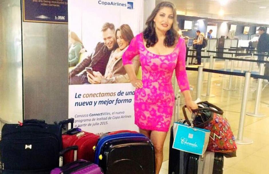 Paula Medrano de Martínez partió este miércoles hacia Perú con el deseo de hacer un gran papel en el certamen de belleza. (Foto: Facebook Señora Guatemala)