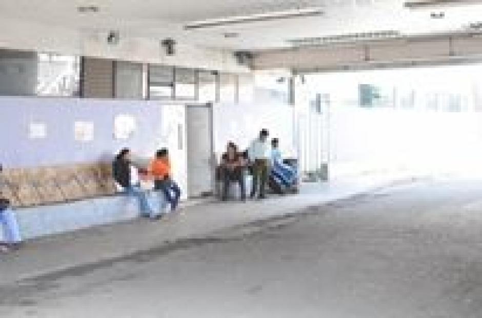El director del Hospital San Juan de Dios desmintió que el centro asistencial estuviese colapsado. (Foto: Alejandro Balán/Soy502)