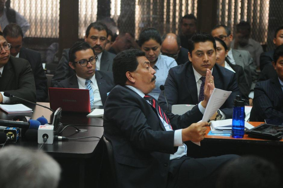 Uno de los abogados que más insiste en que no se acepte la declaración de Eco, es Francisco García Gudiel, defensor del extitular de la SAT, Carlos Muñoz.  (Foto Wilder López/Soy502)