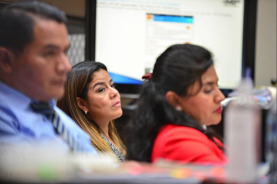 """La exintendente de Aduanas Claudia Méndez estuvo atenta a las declaraciones de """"Eco"""". (Foto: Wilder López/Soy502)"""