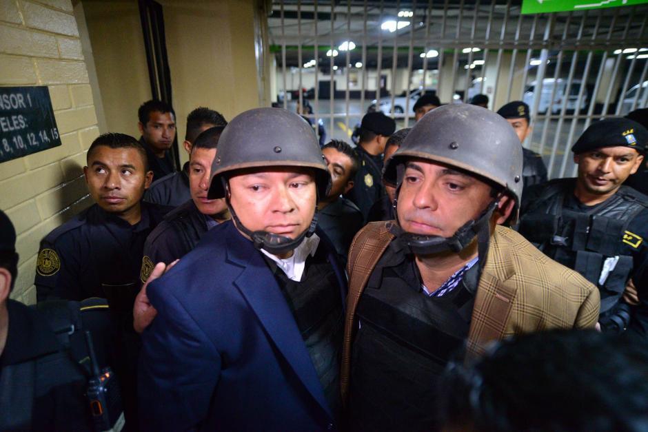 """Estuardo González """"Eco"""" y Juan Carlos Monzón, a su llegada este miércoles a Tribunales. (Foto: Wilder López/Soy502)"""