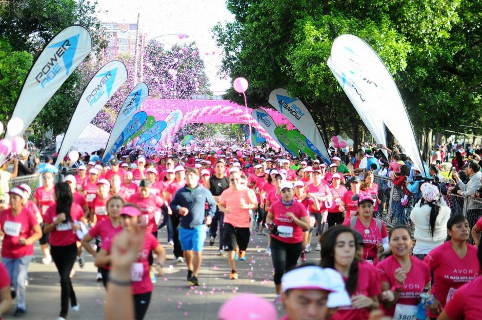 Parte del dinero recaudado en la Carrera Caminata Avón será donado a la Liga Nacional contra el Cáncer. (Foto: Alejandro Balán/ Soy502)