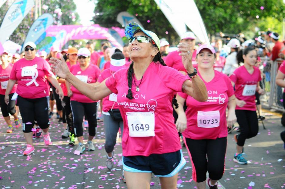 En el evento participan sobrevivientes de cáncer, familiares y atletas guatemaltecas.(Foto: Alejandro Balán/ Soy502)