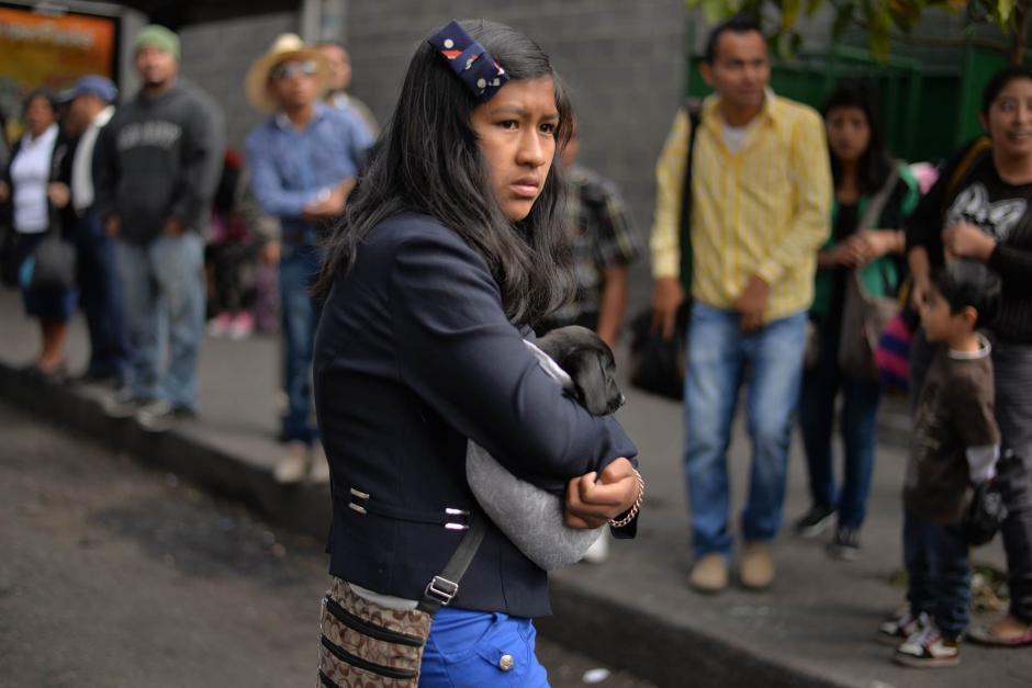 Cientos de viajeros hicieron filas para abordar los autobuses que se dirigen hacia el Occidente del país.(Foto: Wilder López/Soy502)