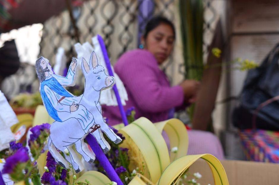 Desde la mañana, los alrededores de la catedral se engalanaron para recibir a Jesús de Las Palmas. (Foto: Jesús Alfonso/Soy502)