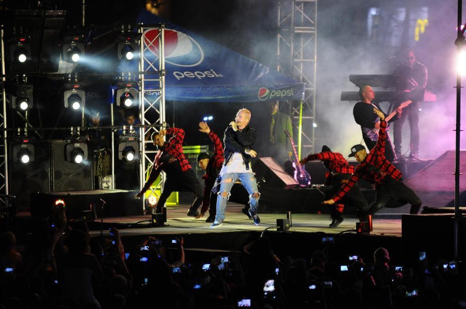 El cantante colombiano hizo vibrar a miles de seguidores guatemaltecos en la primera fecha de su gira por el país. (Foto: Alejandro Balán/Soy502)