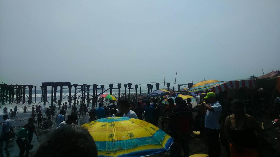 Vista General de la playa y sus visitantes. (Jorge Sente /Nuestro Diario)