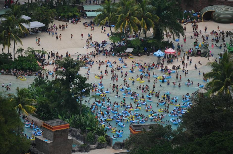 El descanso del Sábado de Gloria es aprovechado para visitar balnearios como el Irtra en Retalhuleu. (Foto: Alejandro Balán/Soy502)