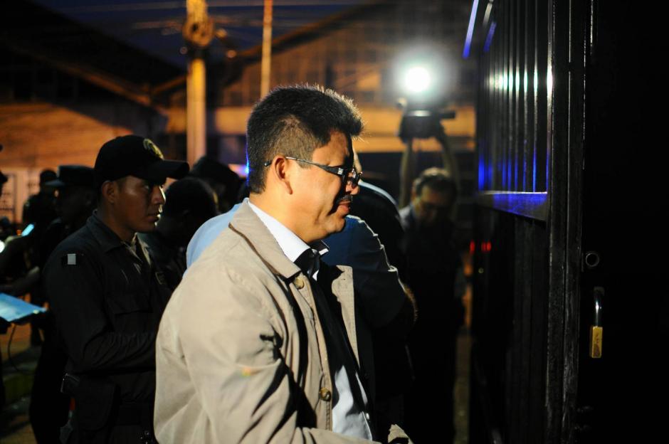 El exsuperintendente de la SAT, Omar Franco en su llegada a la Torre de Tribunales. (Foto: Alejandro Balán/ Soy502)