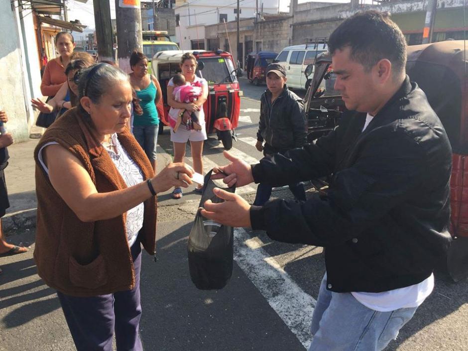 Vecinos recaudan dinero para el sepelio de menor de 11 meses que murió en la zona 6. (Foto: Cortesía)