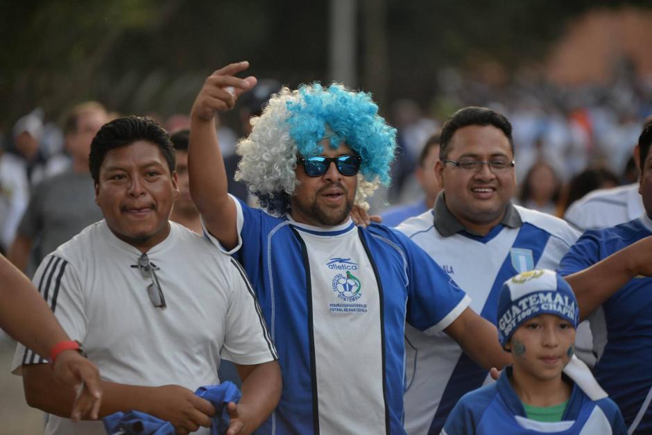 Las pelucas con los colores de la bandera de Guatemala no podían faltar. (Foto: Wilder López/Soy502)