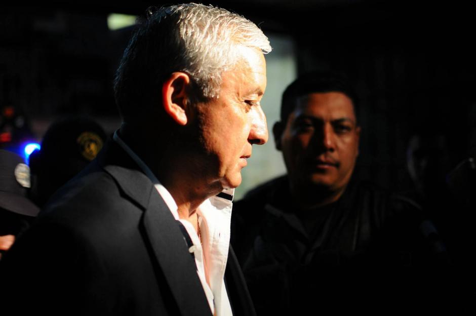 A su llegada a Torre de Tribunales el exmandatario afirmó que espera que todo se aclare. (Foto: Alejandro Balán/ Soy502)