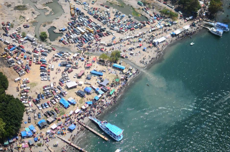 Vista aérea de la playa de Panajachel, Sololá. (Foto: Alejandro Balán/Soy502)