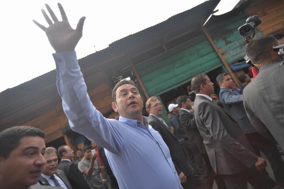 El presidente Morales recorrió el Mercado La Terminal y saludó a los vendedores y compradores que se encontraban en el lugar. (Foto: Wilder López/Soy502)