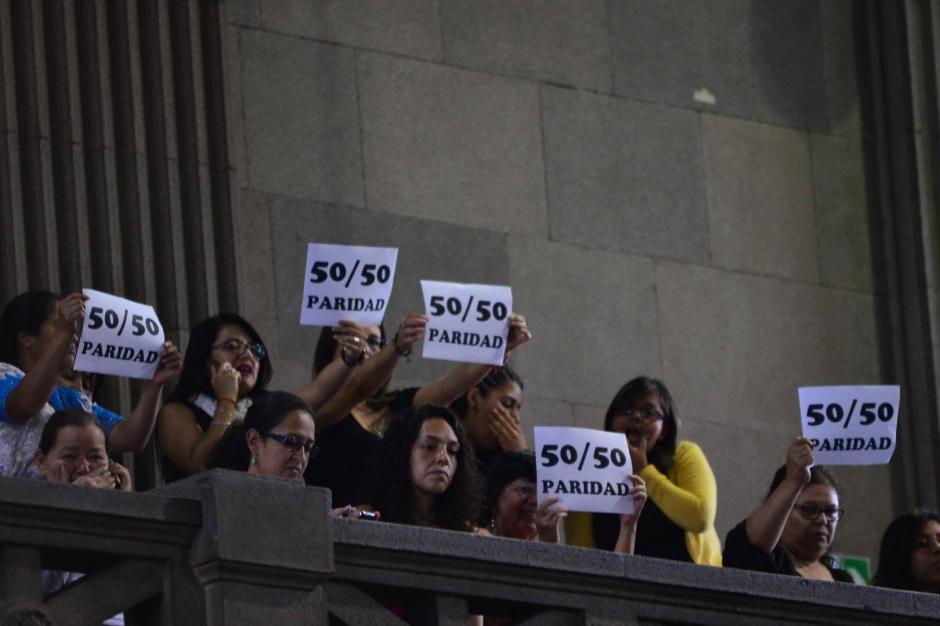 Los grupos de mujeres presionaron para que los diputados aprobaran la paridad. (Foto: Jesús Alfonso/Soy502)