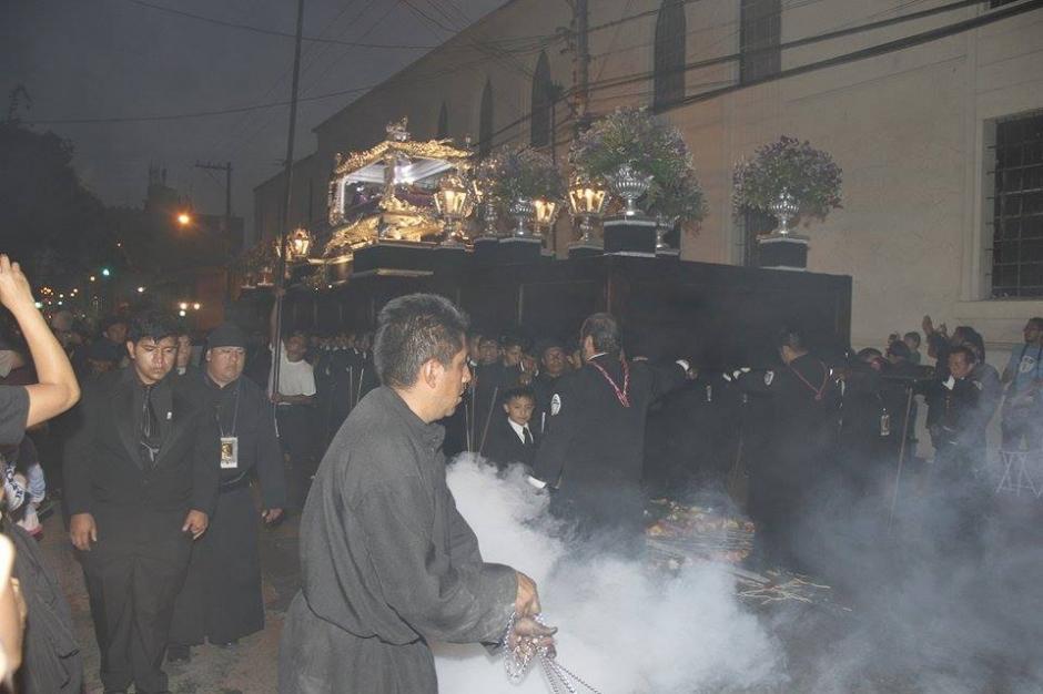 Este cortejo procesional sale del templo ubicado en la 6ta. Avenida y 13 calle de la zona 1 capitalina. (Foto: Jorge Sente/ Nuestro Diario)
