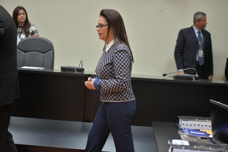 Baldetti se encamina a su lugar en la audiencia. (Foto: Wilder López/Soy502)