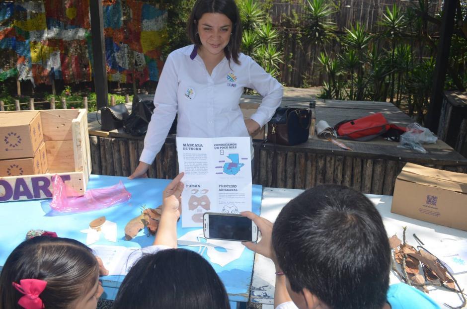 Los niños aprenden por medio de las explicaciones que reciben a través de los Kits de Didart. (Foto: Didart Guatemala)