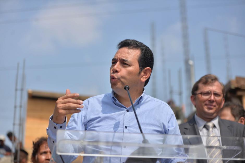 El presidente Jimmy Morales se dirigió a los vendedores del Mercado La Terminal. (Foto: Wilder López/Soy502)