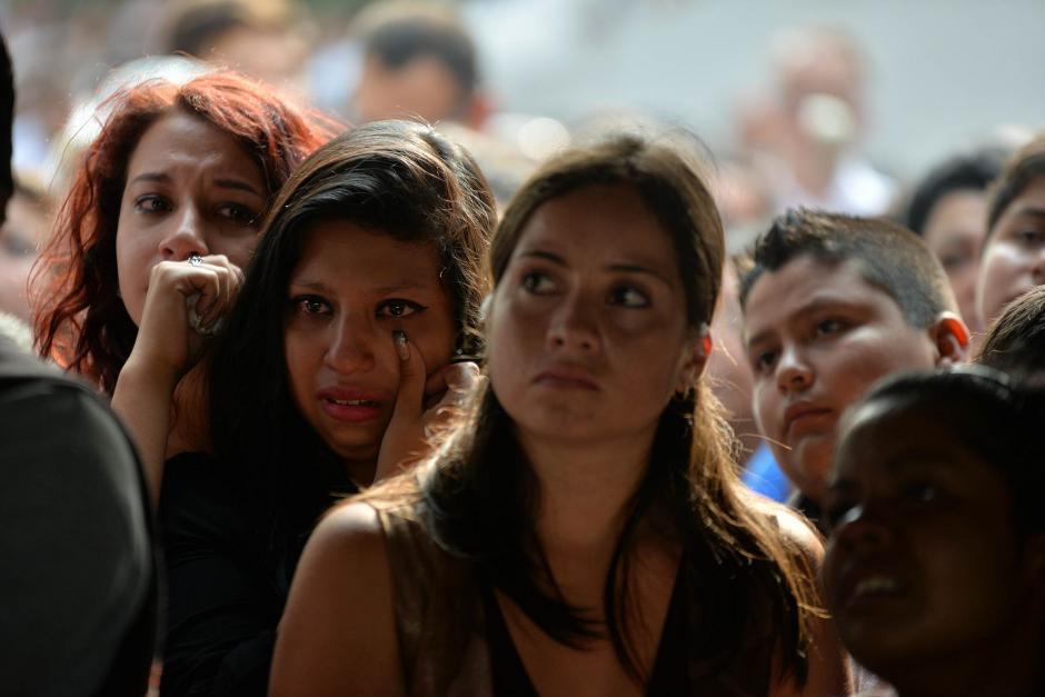 Familiares y amigos lamentan el fallecimiento de Alexander Aldana el pasado martes. (Foto: Wilder López/Soy502)