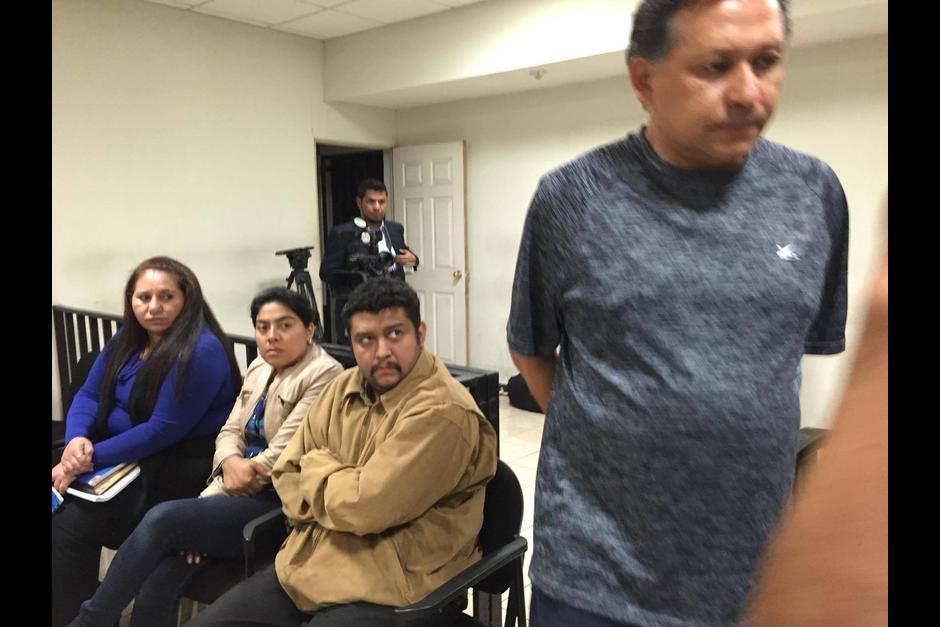Gabriela Fuentes y Carlos Aldana en la audiencia contra el maestro Gustavo Asencio. (Foto: Archivo/Soy502)