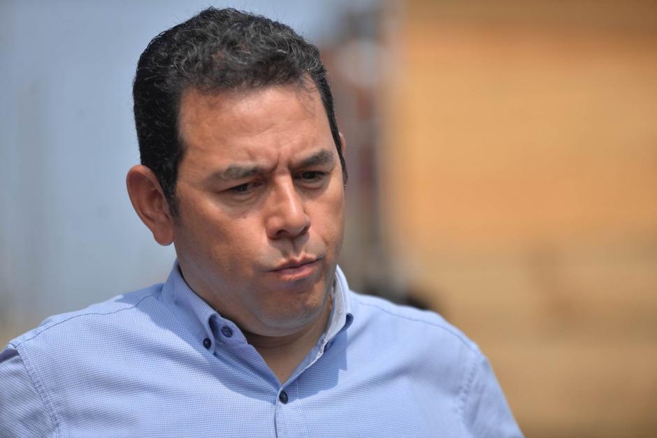 El presidente Morales compró jocotes en el mercado La Terminal durante su visita. (Foto: Wilder López/Soy502)