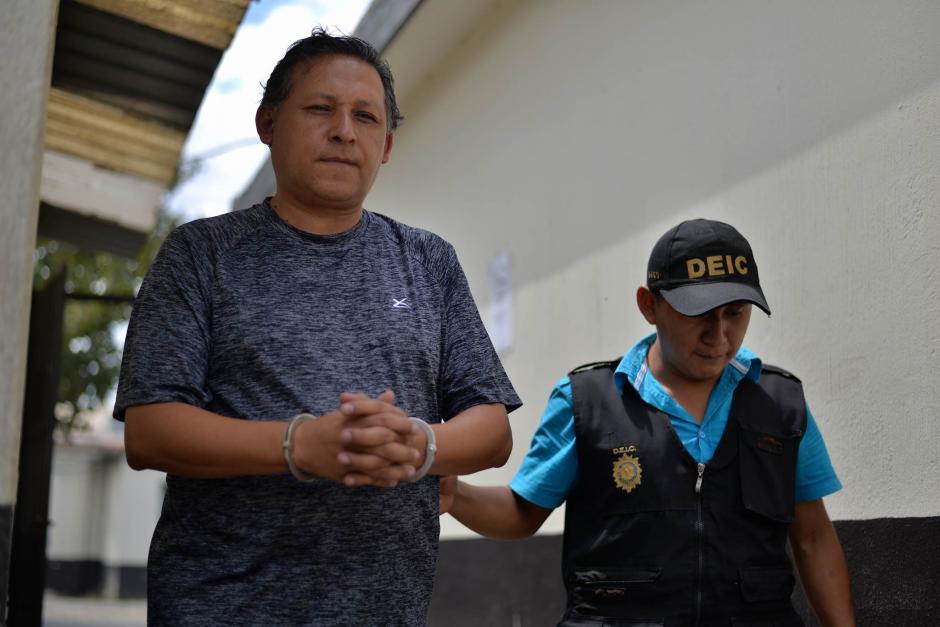 El maestro Gustavo Ascencio fue trasladado al Juzgado de Villa Nueva. (Foto: Wilder López/ Soy502)