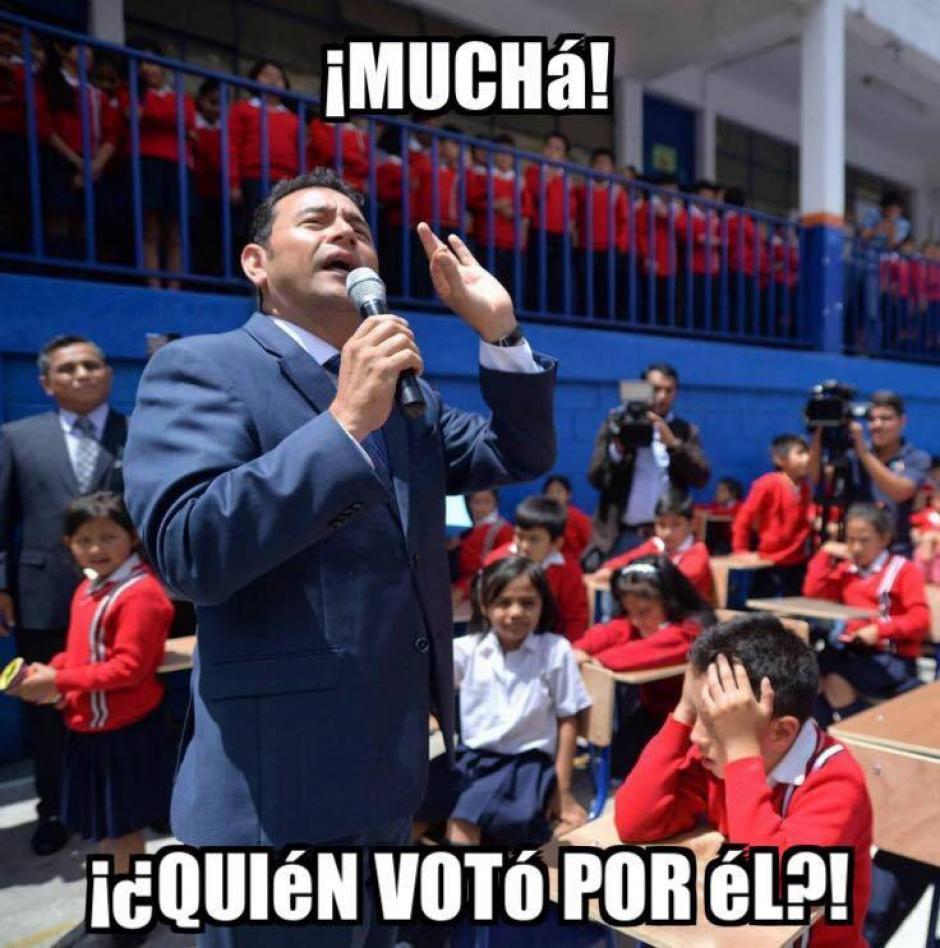 Los niños estuvieron bajo el sol para escuchar al Presidente. (Foto: Wilder López/Soy502)