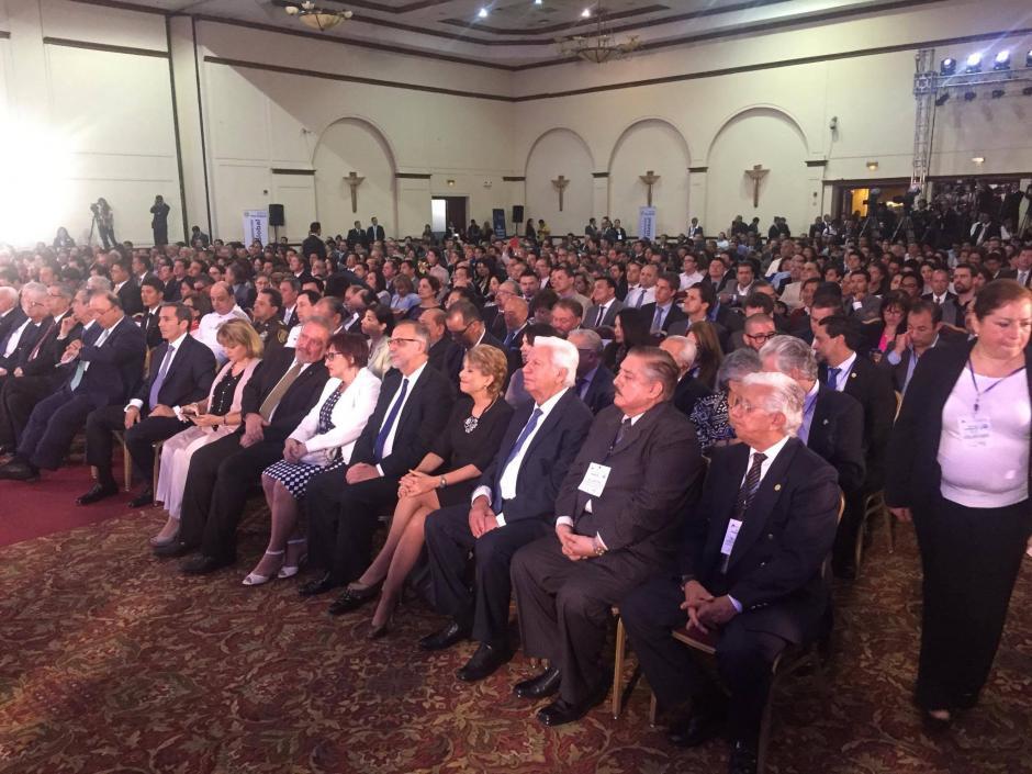 El salón estaba completamente lleno. Entre los presentes estaba Ivan Velásquez (Foto: Jesús Alfonso/Soy502)