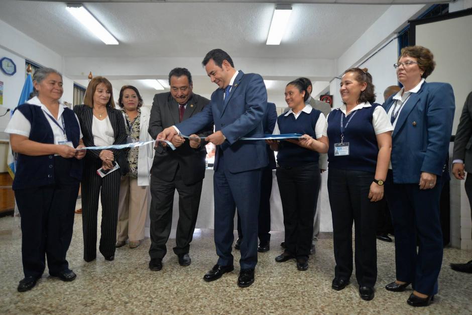 El presidente Jimmy Morales y el ministro de Salud Alfonso Cabrera inauguraron la Red de Integral de Maternidades. (Foto: Wilder López/Soy502)
