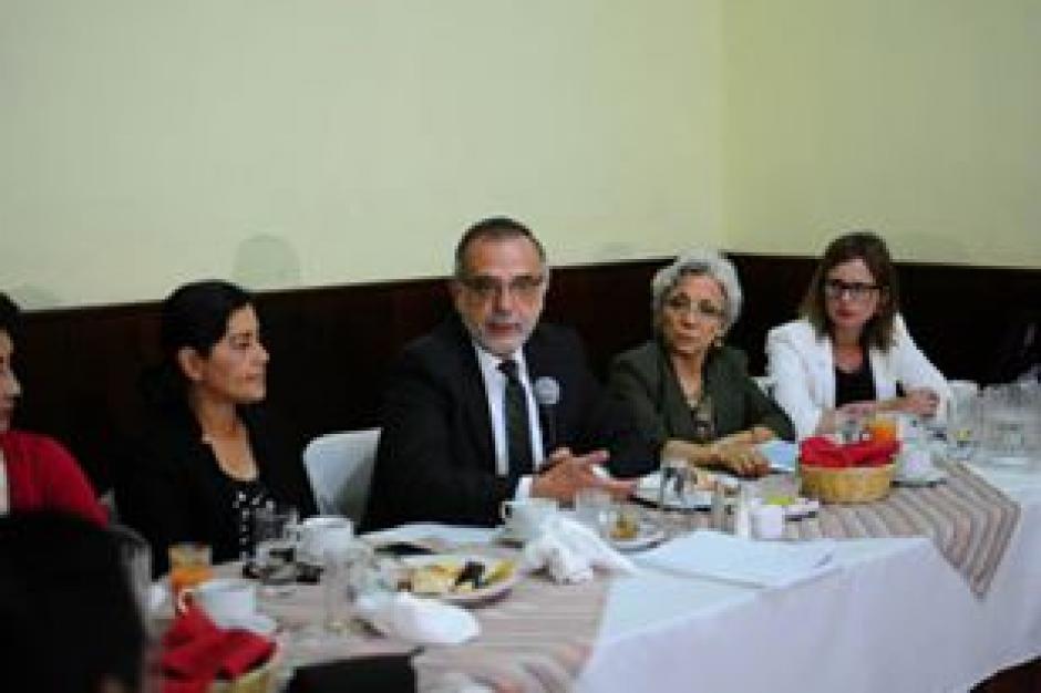 Comisionado de Cicig en una mesa técnica de discusión sobre Reformas a la Ley de la Carrera Judicial. (Foto: Alejandro Balán/Soy502)