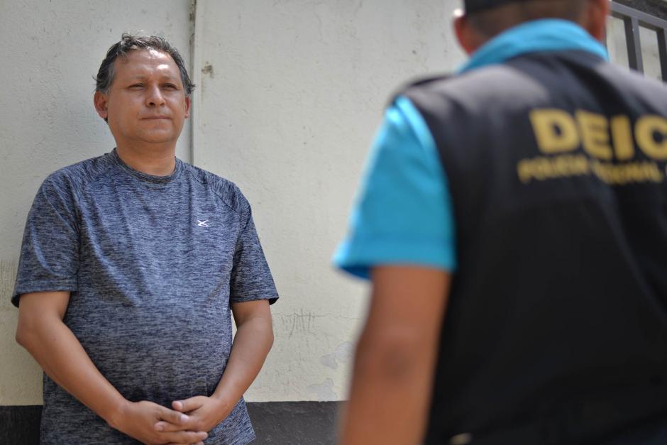 El docente Gustavo Ascencio fue detenido por las autoridades, sindicado de homicidio culposo. (Foto: Wilder López/ Soy502)