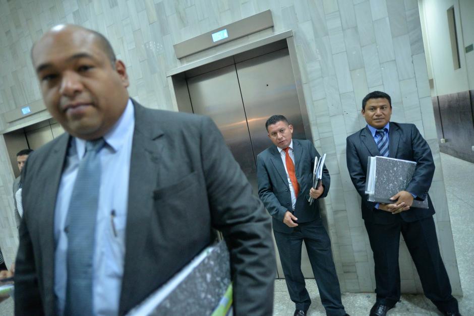 Los abogados de Roxana Baldetti llegaron a Tribunales a informar que están a punto de dejar la defensa. (Foto: Wilder López/Soy502)