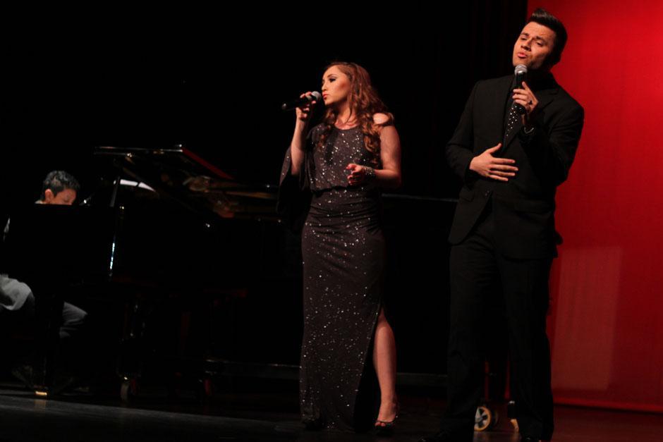 Fiorella Mellini y Juan Pablo Muñóz durante su presentación.