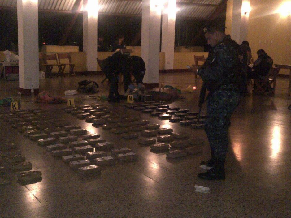 El Ministerio Público se encargará del conteo y embalaje de la droga. (Foto: PNC)