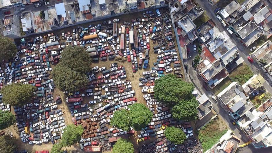 Los vehículos han permanecido por meses en el predio municipal sin ser reclamados. (Foto: Muni de Mixco)