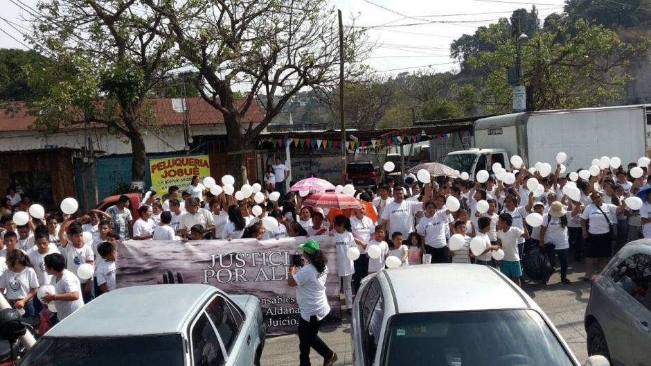 Amigos y familiares del niño que murió ahogado en el Liceo Javier realizaron una marcha y un plantón en su memoria. (Foto: Facebook/Justicia por Alex)